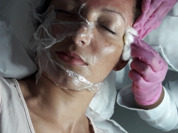 Continuando o procedimento no rosto