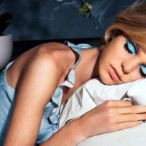 nunca durma de maquiagem use água micelar