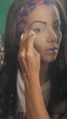 Maquiagem linhas finas pó solto.png